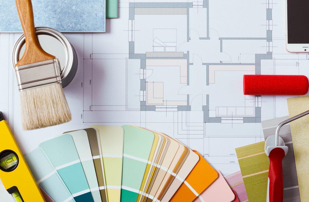 Pintores Mesa de trabajo del decorador con herramientas